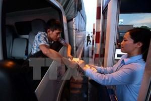 Nhìn lại ngành giao thông 2017: 'Cuộc chiến' tiền lẻ ở các trạm BOT