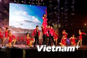 [Photo] Tưng bừng lễ hội đếm ngược đón Năm Mới 2015 tại Đà Nẵng