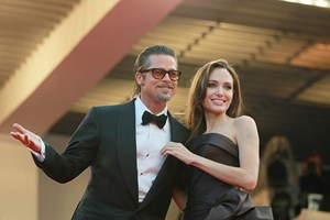 [Video] Cặp đôi vàng Angelina Jolie-Brad Pitt chính thức tan vỡ