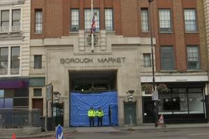 [Video] Một thanh niên bị bắt do liên quan đến vụ khủng bố ở London