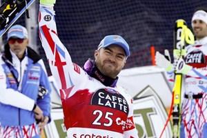 VĐV trượt tuyết Pháp gây tranh cãi vì cách tưởng nhớ đồng đội