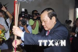 Lãnh đạo TP.HCM dâng hương Chủ tịch Hồ Chí Minh và Tôn Đức Thắng