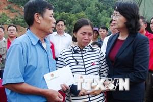Phó Chủ tịch nước trao 400 triệu đồng giúp người dân Khánh Hòa