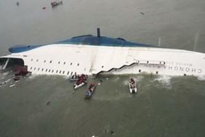 Hàn Quốc: Phà Sewol xấu số được đưa lên tàu chở về cảng