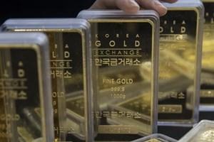Giá vàng tại châu Á rơi xuống mức thấp nhất trong sáu tháng