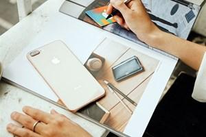 Mở bán 'táo' chính hãng: iPhone 8 Plus đắt khách hơn iPhone 8