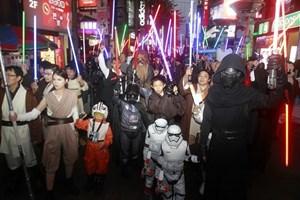 """""""Star Wars"""" đạt doanh thu 1,7 tỷ USD sau 4 tuần công chiếu"""