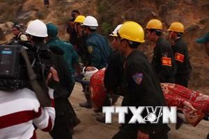 Chủ tịch nước tặng quà lực lượng cứu hộ vụ sập hầm thủy điện