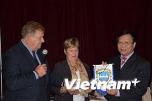 Tổ chức Ngày Việt Nam quyên góp ủng hộ các nạn nhân dioxin