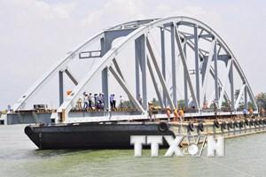 Chính thức thông tàu qua cầu Ghềnh sau hơn 3 tháng bị đâm sập