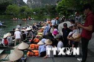 Khách du lịch đổ xô đến Ninh Bình trong dịp nghỉ lễ 30/4