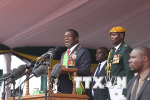 Tân Tổng thống Zimbabwe quyết định cách chức hai bộ trưởng