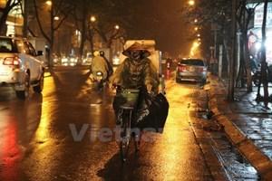 Mưa phùn vẫn tiếp diễn, nhiệt độ ở thủ đô Hà Nội giảm 2 độ C