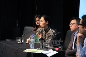 Đạo diễn Nguyễn Hoàng Điệp hào hứng với video clip của VietnamPlus