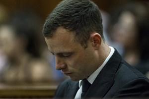 """""""Người không chân"""" Pistorius bị kết án 5 năm tù vì giết bạn gái"""