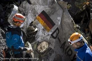Bác tin có đoạn video ghi lại khoảnh khắc máy bay đâm vào núi