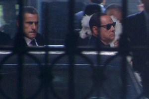 Mời ông Berlusconi lao động ở trại động vật