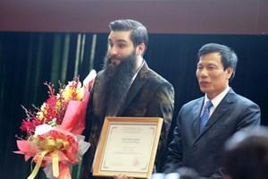 """Đạo diễn phim """"Kong: Skull Island"""" trở thành Đại sứ du lịch Việt Nam"""