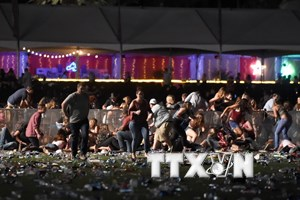 Hung thủ xả súng tại Las Vegas chuyển 100.000 USD cho bạn gái