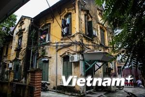 [Photo] Cận cảnh những căn biệt thự cổ xuống cấp ở Thủ đô