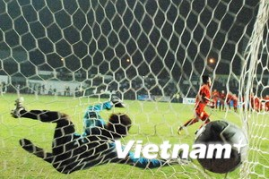 Nữ Việt Nam giành lại ngôi hậu trong loạt sút 11m