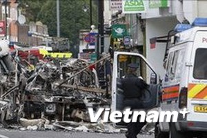 Bạo động ở London: Hàng chục cảnh sát bị thương