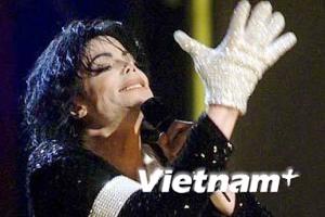 Người hâm mộ Việt Nam tưởng niệm Vua nhạc pop