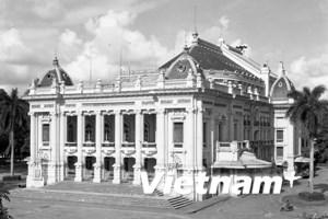 Tôn vinh vẻ đẹp Nhà hát Lớn Hà Nội tròn 1 thế kỷ