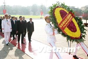 Các lãnh đạo cấp cao viếng Chủ tịch Hồ Chí Minh