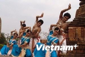 Nhóm múa nổi tiếng của Ấn Độ biểu diễn ở Hà Nội