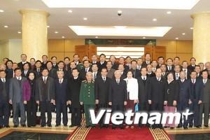Tổng Bí thư gặp mặt các ủy viên Bộ Chính trị khóa X