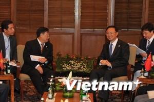Việt Nam và Trung Quốc hội đàm bên lề AMM 44