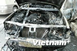 Sau xe máy đến lượt ôtô Mercedes Benz bốc cháy