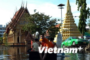 Nước lụt rút dần ở nhiều quận của thủ đô Bangkok