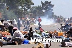 Làn sóng biểu tình lan rộng ở Uganda, Burkina Faso