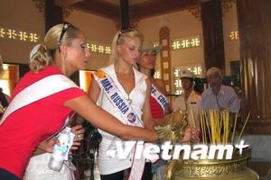 Thí sinh Hoa hậu Quý bà thăm căn cứ Minh Đạm