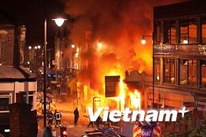 Biểu tình biến thành bạo lực tại phía Bắc London