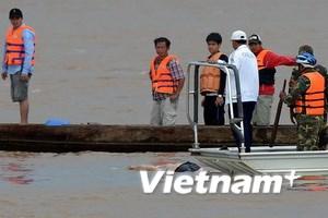 Lào tiến hành trục vớt máy bay rơi dưới sông Mekong