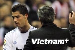 Ronaldo chỉ trích Mou