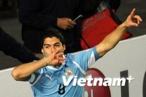 Suarez lập cú đúp đưa Uruguay tiến vào chung kết