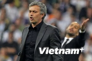 Arsene Wenger bênh Barcelona, phê phán Mourinho