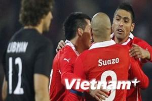 Thắng sít sao Peru, Chile giành vé vào tứ kết