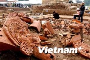 Trưng bày di vật tại khu Hoàng thành Thăng Long