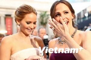 Váy vai trần lên ngôi tại thảm đỏ Oscar lần thứ 85