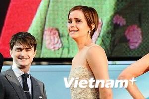 Emma nức nở ngày ra mắt phần cuối Harry Potter