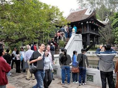 """Khai trương """"Tuyến du lịch vàng"""" tham quan thành phố Hà Nội"""