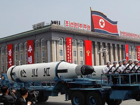 """[Photo] Triều Tiên trình làng vũ khí """"hạng nặng"""" ở lễ diễu binh"""