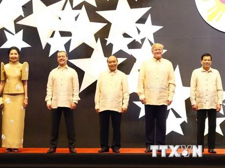 Thủ tướng dự tiệc chiêu đãi mừng kỷ niệm 50 năm thành lập ASEAN