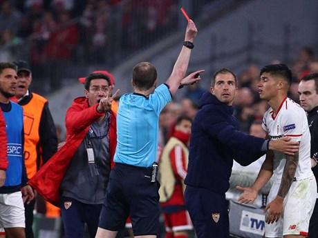 [Photo] Bayern thẳng tiến vào bán kết sau trận cầu căng thẳng