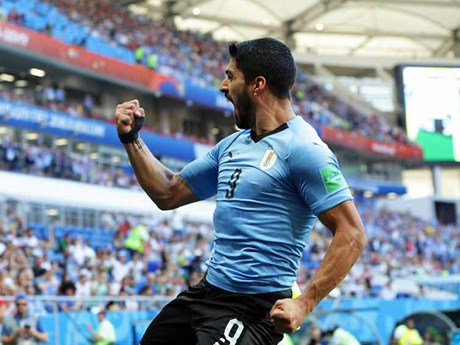 Cận cảnh Suarez lập công đưa Uruguay và Nga vào vòng knock-out
